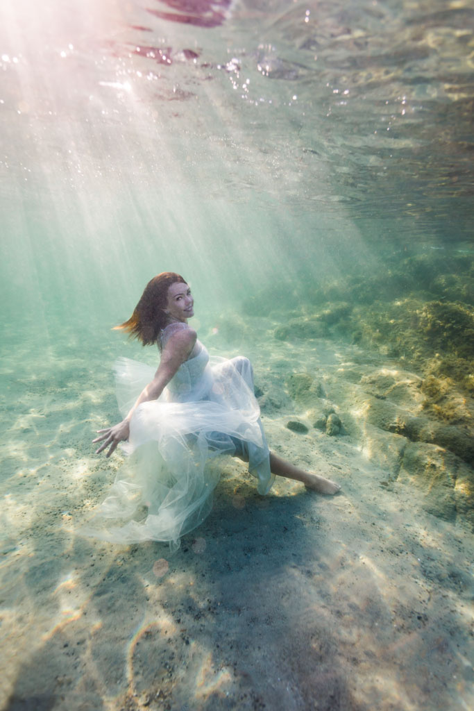 photographe mariage trash the dress femme underwater sous l'eau shooting photo originale insolite toulouse